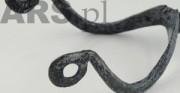 ostroga - obiekt archeologiczny [po lewej stan przed konserwacją, po prawej stan po konserwacji]