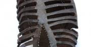 but ażurowy - późne średniowiecze, skóra archeologiczna [ po lewej stan przed konserwacją i restauracją, pośrodku stan po konserwacji, po prawej stan po  konserwacji i restauracji]