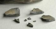 ceramika archeologiczna - kultura prekolumbijska; dla PRIMA PORTA Antiquities [po góry stan przed restauracją, pośrodku stan w trakcie restauracji, u dołu stan po restauracji]
