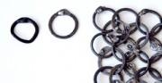 Kolczuga - zestawienie pierścieni oryginalnych z kopiami wykonanymi przez firmę REWARS. Pokazane fragmenty splotu kolczugi wykonane z pierścieni o dwóch rozmiarach.