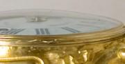 Zegar typu kartel z kolekcji Muzeum Łazienki Królewskie w Warszawie - odlew złocony [u góry stan przed konserwacją i restauracją, u dołu stan po konserwacji i restauracji]