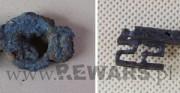 klucz - obiekt archeologiczny; stal [po lewej stan przed konserwacją, po prawej stan po konserwacji]