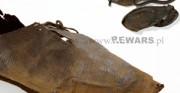 but niski - XIV wiek, skóra archeologiczna [po prawej stan przed konserwacją, po lewej stan po konserwacji]