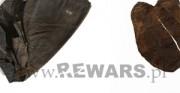 rękawica - skóra archeologiczna [po lewej stan przed konserwacją, po prawej stan po konserwacji]