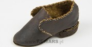 Археологическая обувь [сверху состояние объекта перед консервацией и реставрацией, внизу состояние объекта после консервации и реставрации]