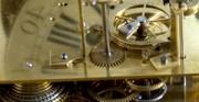Złocona klatka z zegarem, mechanizm - [od lewej: stan przed konserwacją i po konserwacji i restauracji]